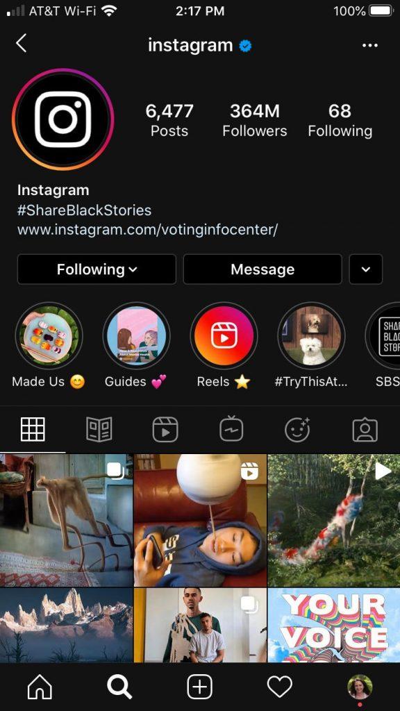 Muestra de cómo luce el modo oscuro de Instagram en iOS